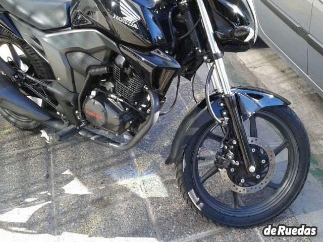 Honda CB 150 INVICTA 2015